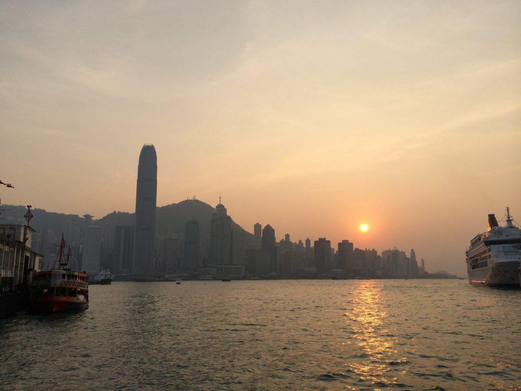 Puesta de sol sobre Hong Kong