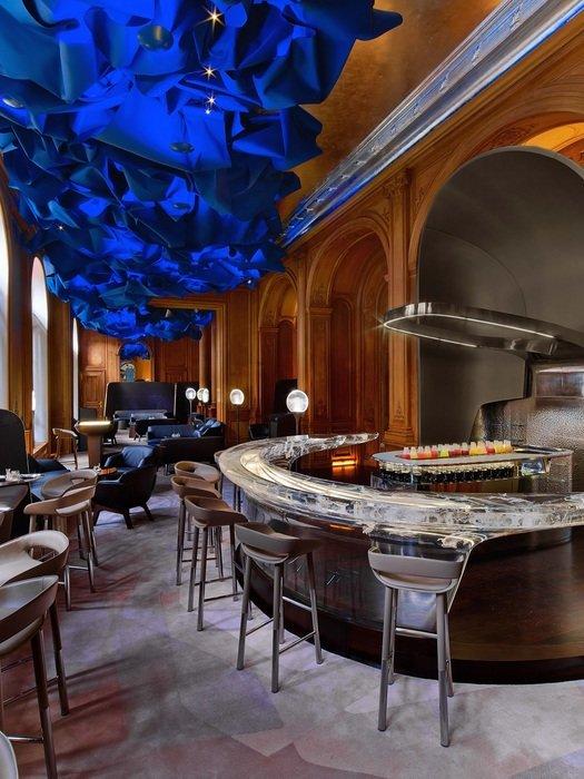 Le bar du Plaza Athénée (France)