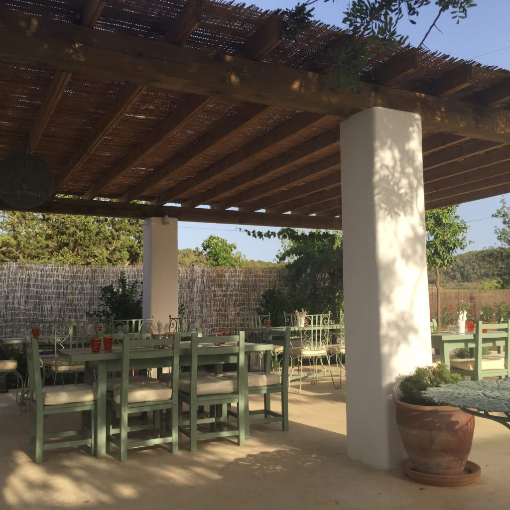 Detalle de la terraza de Aubergine Ibiza (Foto Eva Ballarin)